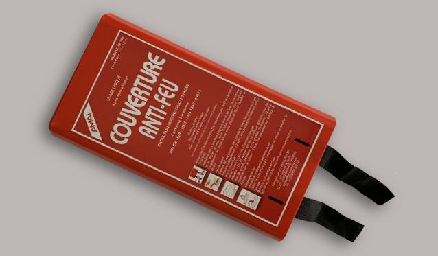 Une couverture anti-feu est un outil de lutte contre les incendies domestiques